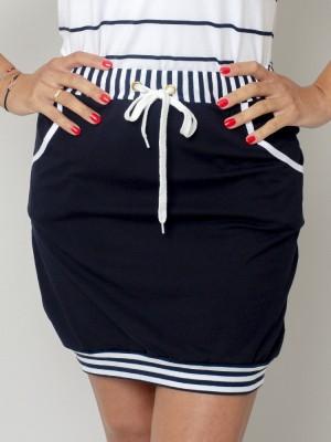 Granatowa spódniczka z białymi kontrastami