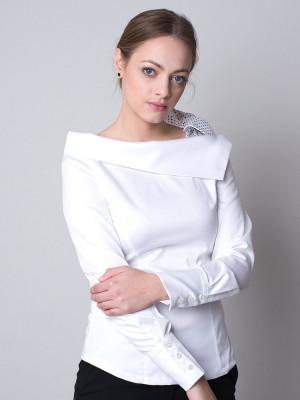 Biała bluzka z kokardą na ramieniu
