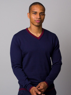 Granatowy sweter z kontrastami