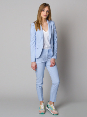 Błękitny garnitur damski