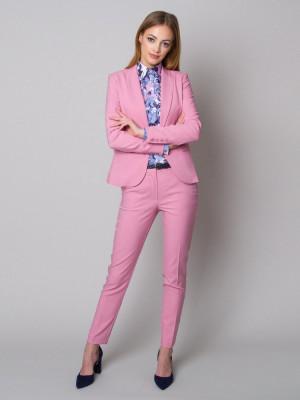 Różowy garnitur damski