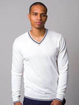 Biały sweter z kontrastami