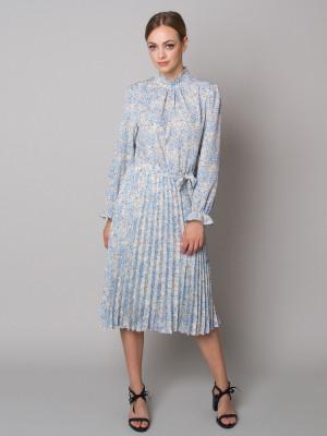 Sukienka w białe i błękitne kwiaty ze stójką i plisowaniem