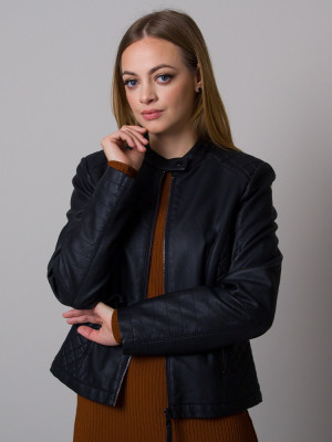 Czarna prosta kurtka z eco skóry z przeszyciami