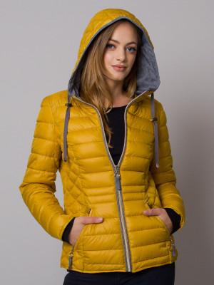 Żółta kurtka pikowana z kapturem