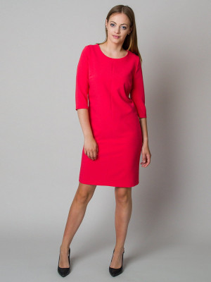 Malinowa sukienka o luźnym kroju