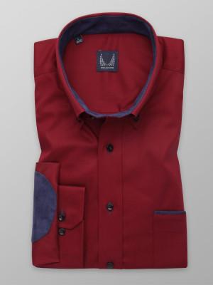 Bordowa taliowana koszula z kontrastami