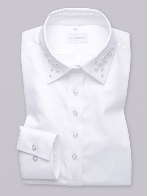 Biała bluzka z perłami na kołnierzyku