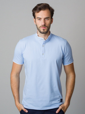 Błękitna koszulka polo ze stójką