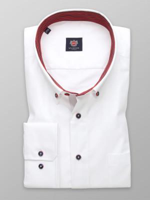 Klasyczna biała koszula z czerwonymi kontrastami