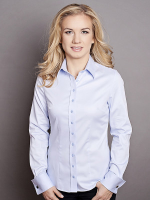 Klasyczna błękitna bluzka na spinki