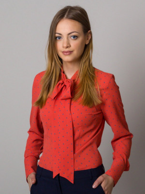 Czerwona bluzka typu long size w groszki