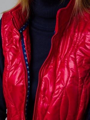 Czerwona kamizelka pikowana