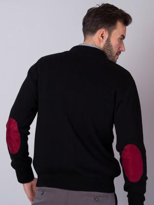 Czarny sweter z nałokietnikami