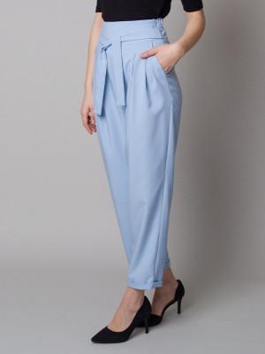 Błękitne spodnie cygaretki