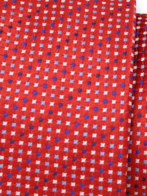 Czerwony krawat w drobne kwadraty