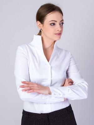 Biała bluzka z wysokim kołnierzem