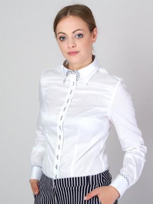 Biała bluzka z kontrastami w serca