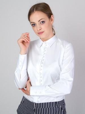Biała bluzka z powlekanymi guzikami