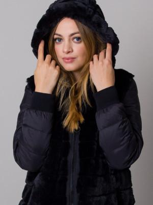 Czarna kurtka z futerkiem