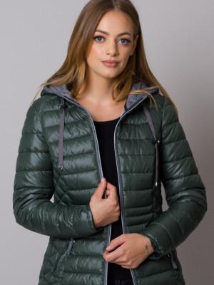 Zielona kurtka pikowana z kapturem