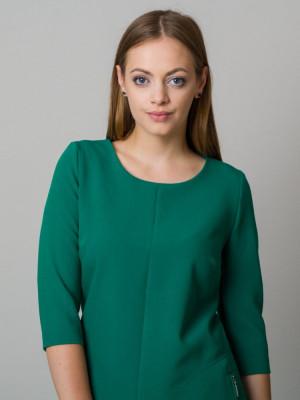 Zielona sukienka o luźnym kroju