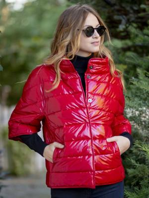 Krótka czerwona kurtka pikowana