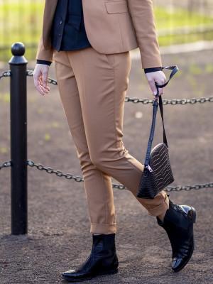 Brązowe klasyczne spodnie garniturowe