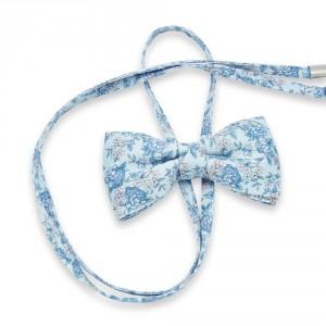 Błękitna mucha damska w niebieskie kwiaty