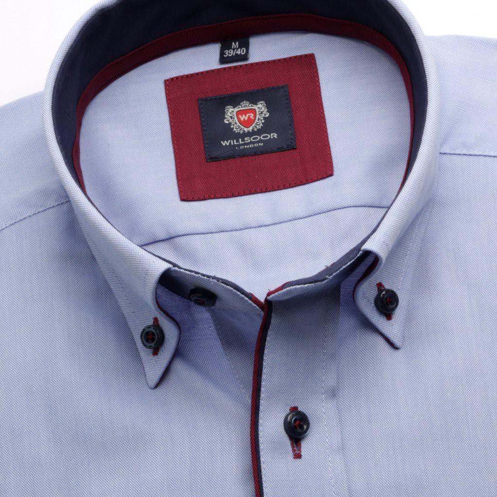 Klasyczna niebieska koszula