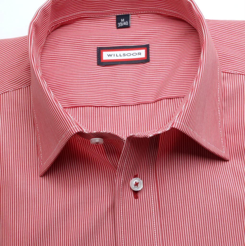 Czerwona taliowana koszula w prążki