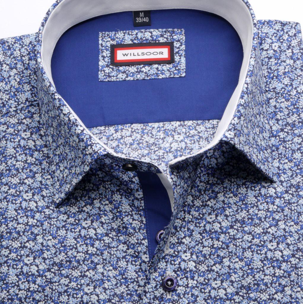 Niebieska taliowana koszula w kwiaty