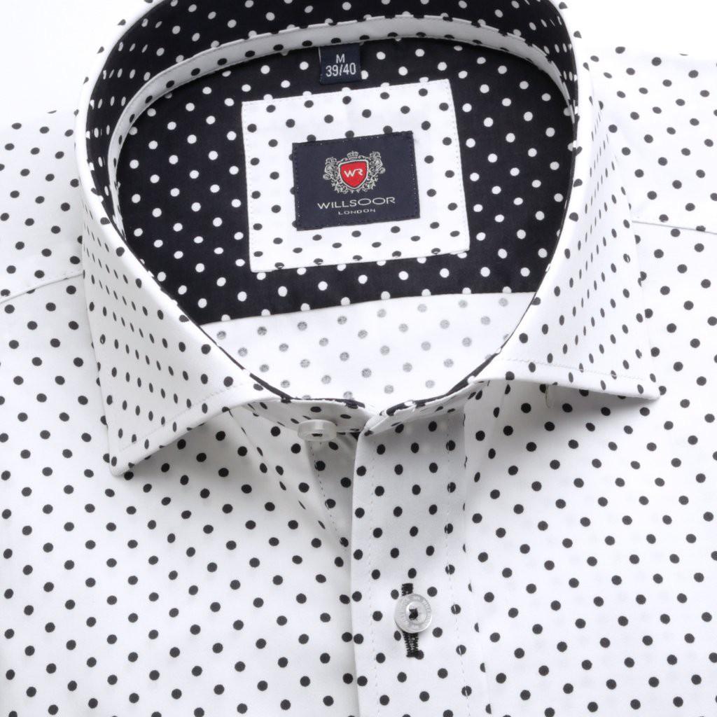 Klasyczna biała koszula w kropki