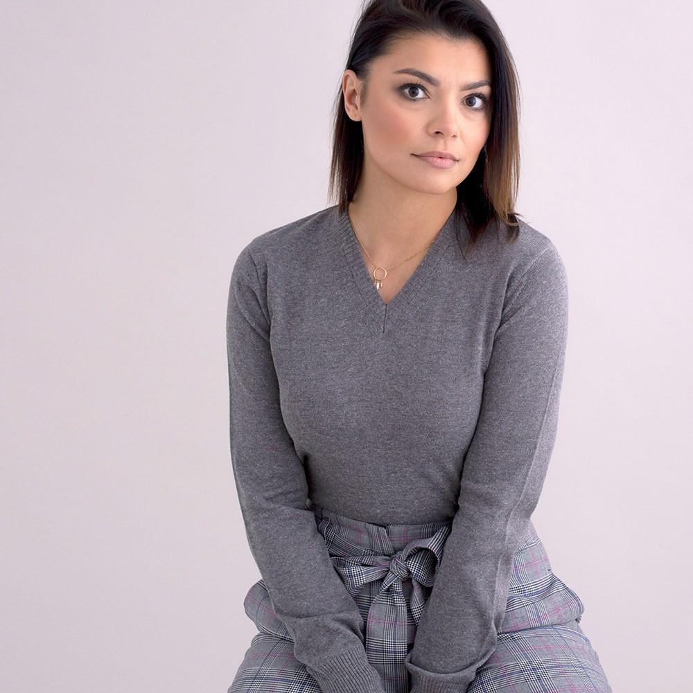 Szary sweter damski szpic