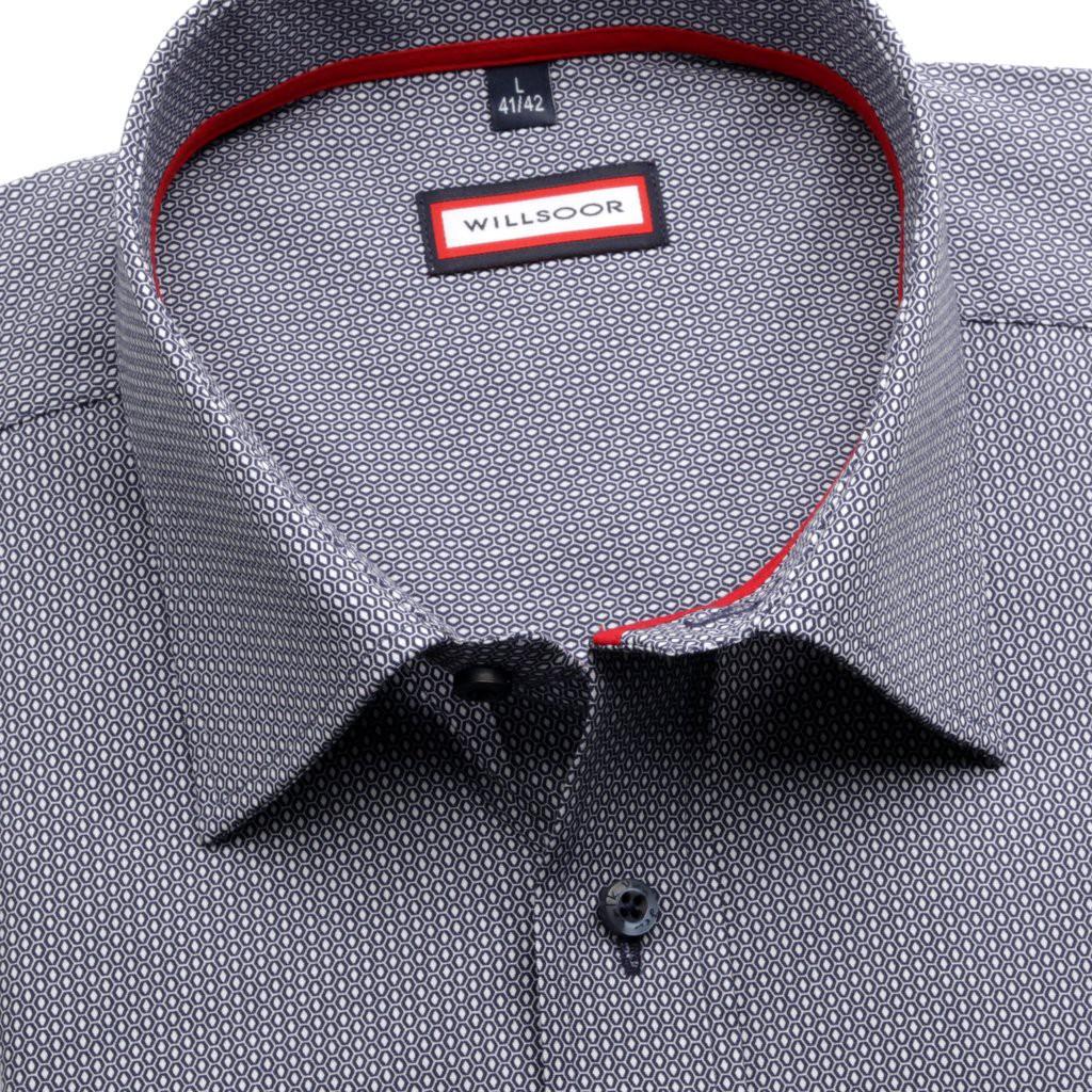 Klasyczna koszula w geometryczne wzory