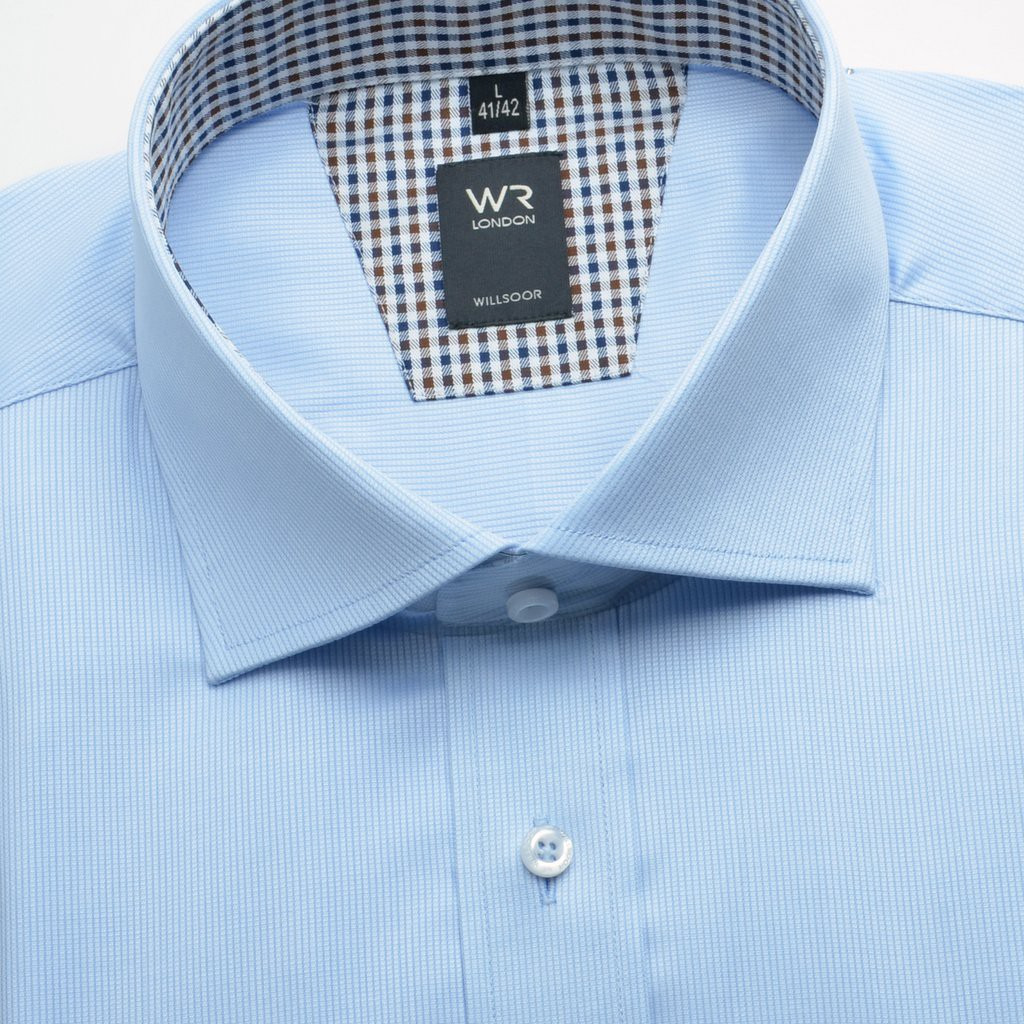 Klasyczna jasnobłękitna koszula w mikrowzór