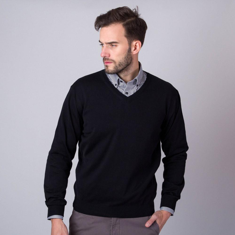 Czarny sweter szpic