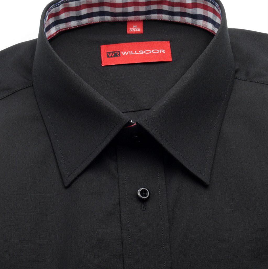 Czarna koszula taliowana z kontrastami