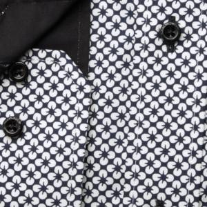 Czarna taliowana koszula w białe kwiaty