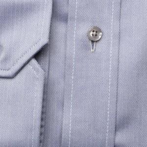 Jasnobłękitna taliowana koszula w jodełkę