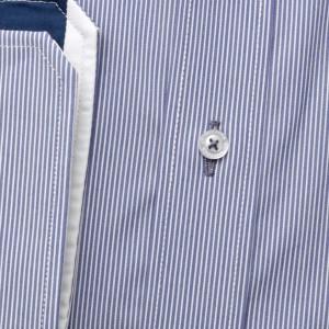 Klasyczna niebieska koszula w prążki