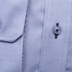 Jasnobłękitna taliowana koszula w mikrowzór