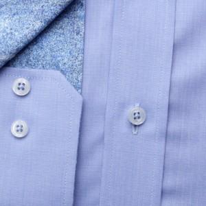 Klasyczna niebieska koszula z kontrastami