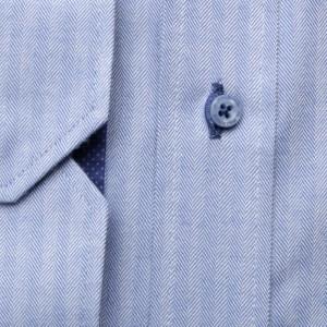 Błękitna taliowana koszula w jodełkę