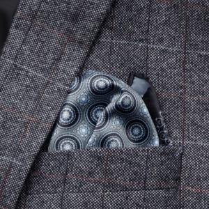 Szaro-czarna poszetka w geometryczny wzór