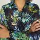 Granatowa bluzka oversize w roślinne wzory